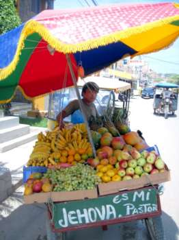 Mancora Peru beaches and Sunsets - Tropical fruit vendor in Mancora